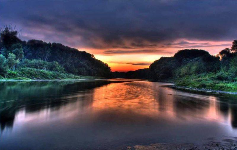 Di fiumi e (d)istanti, poestoria di Claudia Brugna